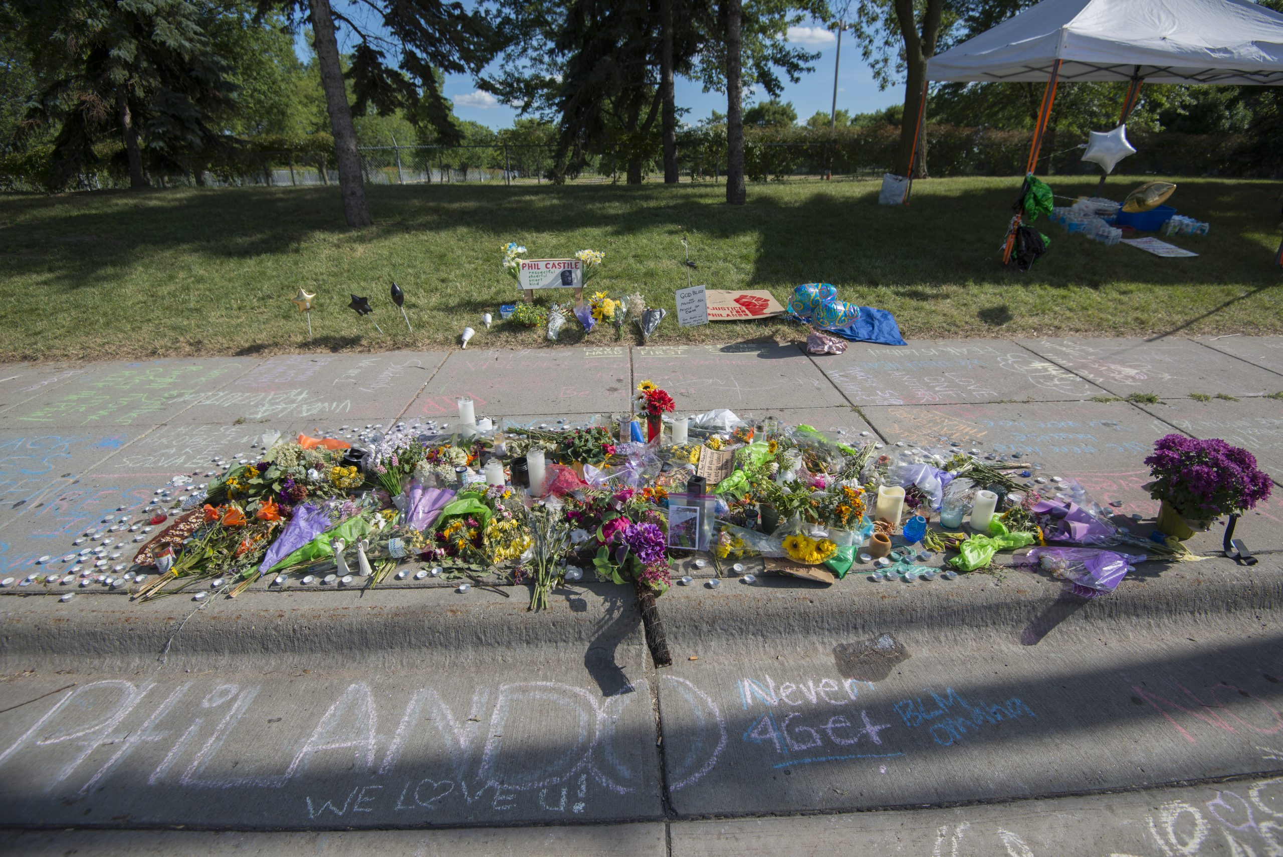 Memorial At The Site Where Philando Castile Was Shot (27587896483)