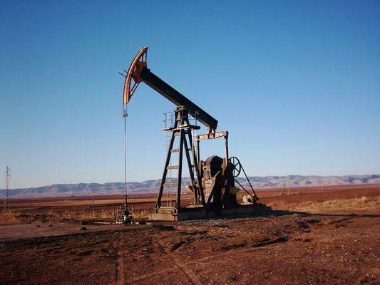 Syrian Oil Smuggling Ring Unites Turkey, Syrian Kurds, Barzani Family